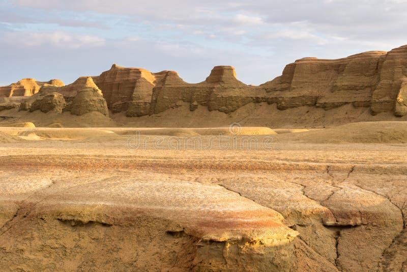 Paisaje de la forma de relieve de la erosión de viento en puesta del sol imágenes de archivo libres de regalías