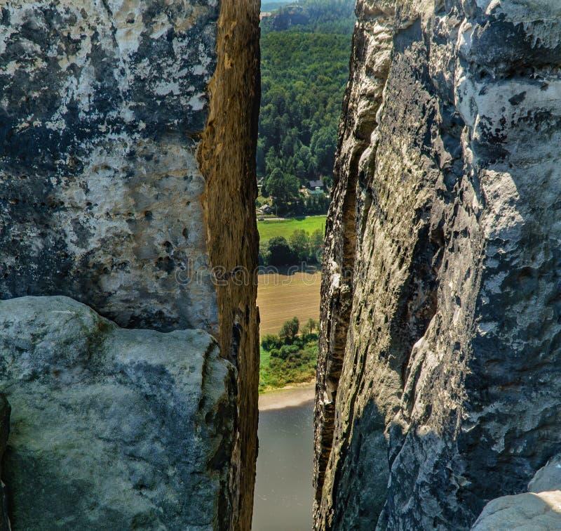 Paisaje de la fotografía Grieta en las montañas ilustraci?n para el dise?o fotos de archivo libres de regalías