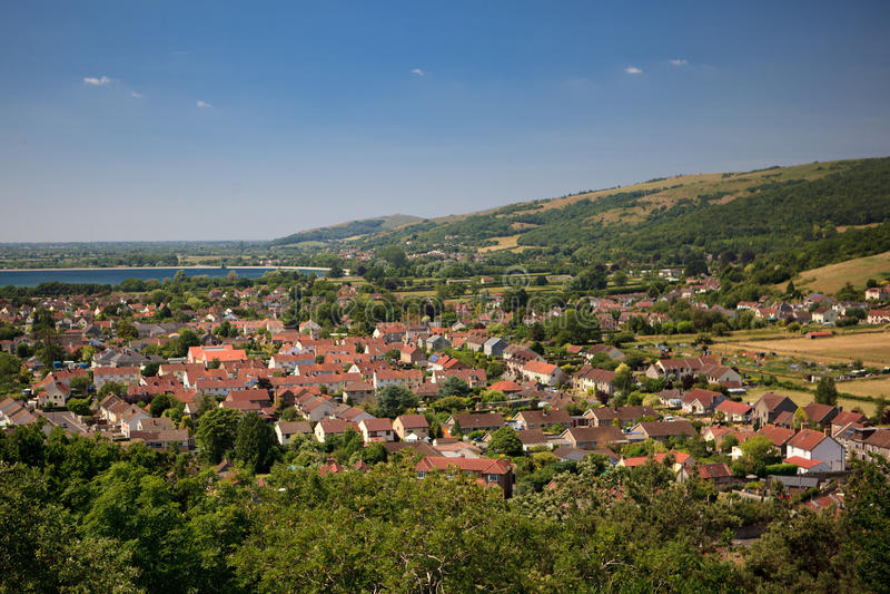 Paisaje de la garganta del Cheddar: la opinión del depósito, los acantilados y una ciudad de los ladrones enarbolan, Somerset, Ing imagen de archivo libre de regalías