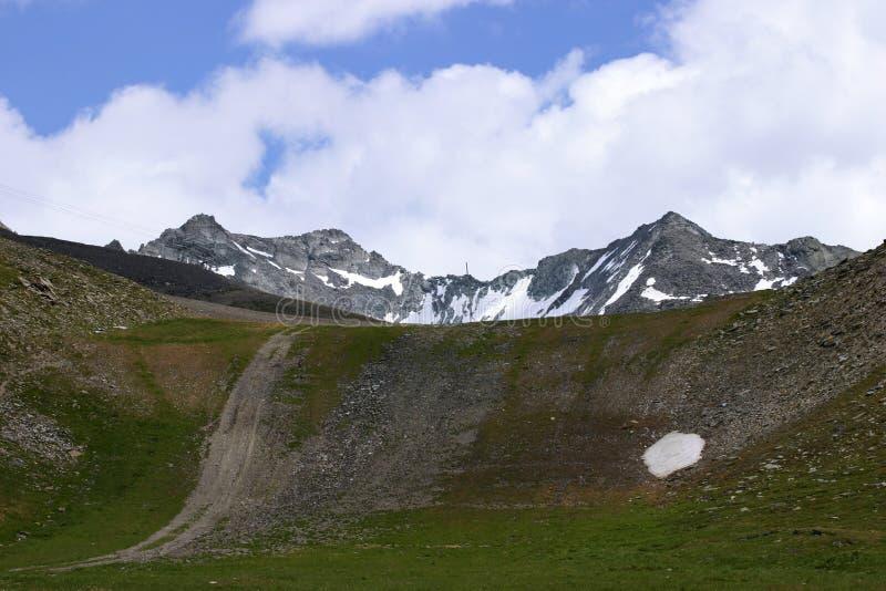 Download Paisaje de la montaña foto de archivo. Imagen de escénico - 1286718