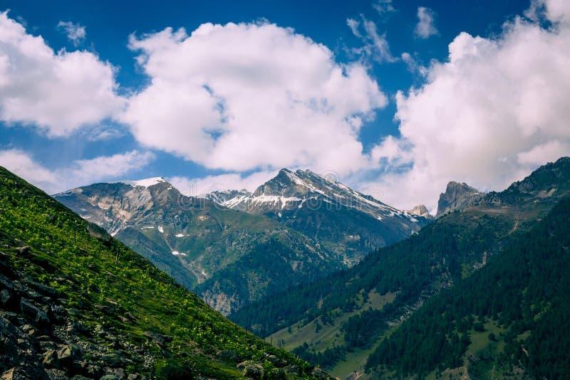 Download Paisaje de la montaña foto de archivo. Imagen de frío - 42428020