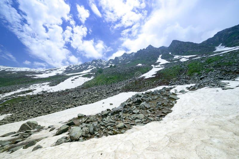 Download Paisaje de la montaña imagen de archivo. Imagen de fresco - 42441543