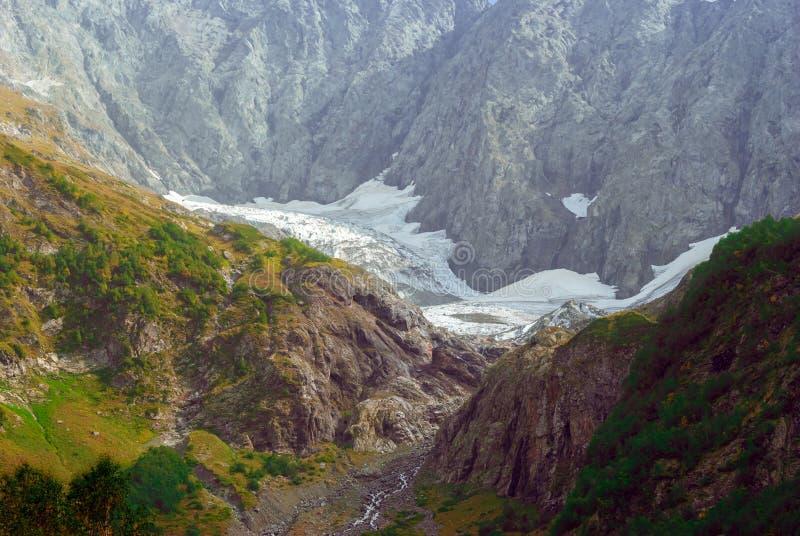 Paisaje de la montaña con el glaciar de fusión foto de archivo libre de regalías