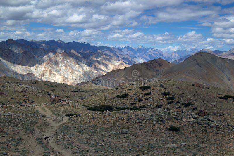 Paisaje de la montaña de Leh que sorprende imagenes de archivo