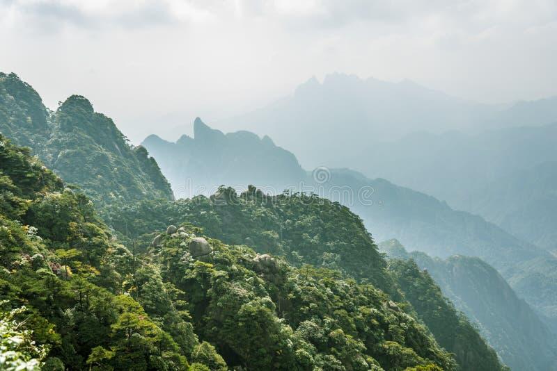 Paisaje de la montaña de Sanqingshan fotos de archivo