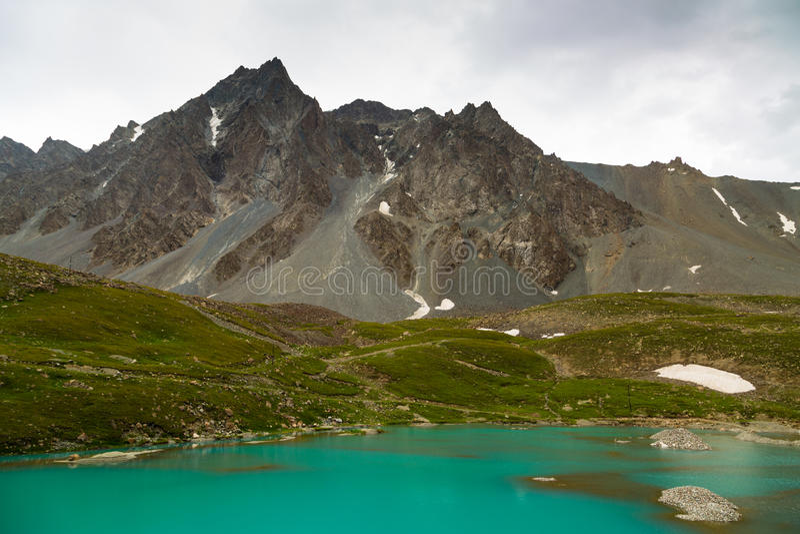 Paisaje de la montaña de Tianshan en Xinjiang, China imagen de archivo libre de regalías