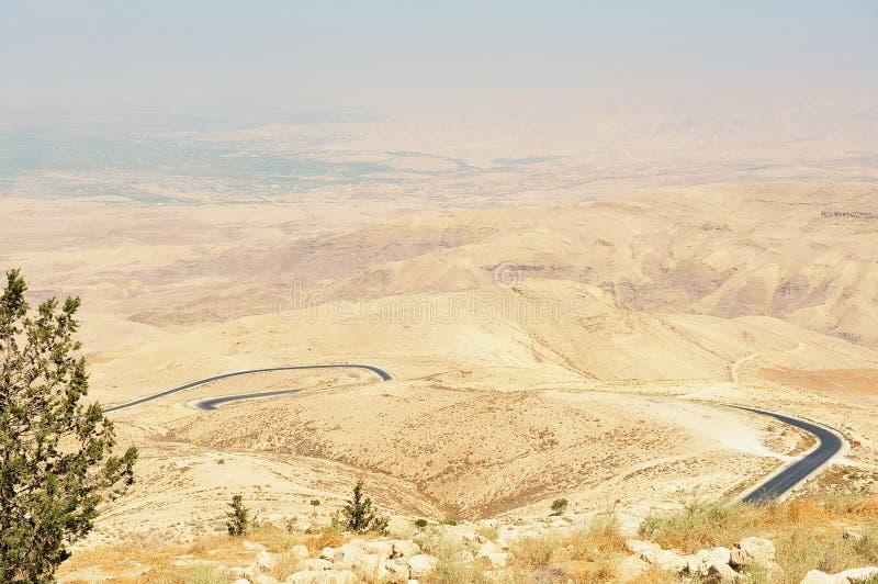 Paisaje de la montaña del desierto visto del soporte Nebo, Jordania foto de archivo
