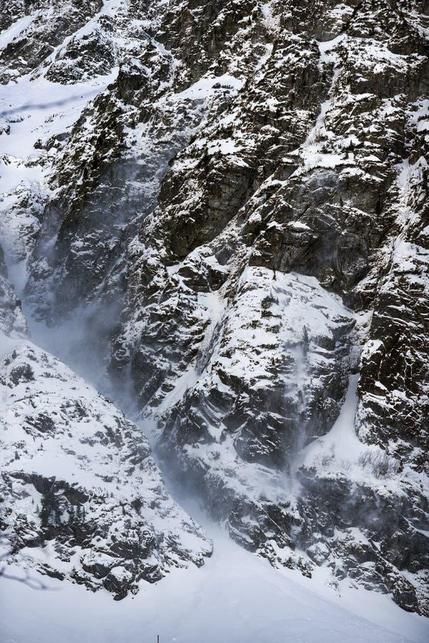 Paisaje de la montaña del invierno en estilo del vintage Montañas polacas Tatra en el invierno imagen de archivo libre de regalías