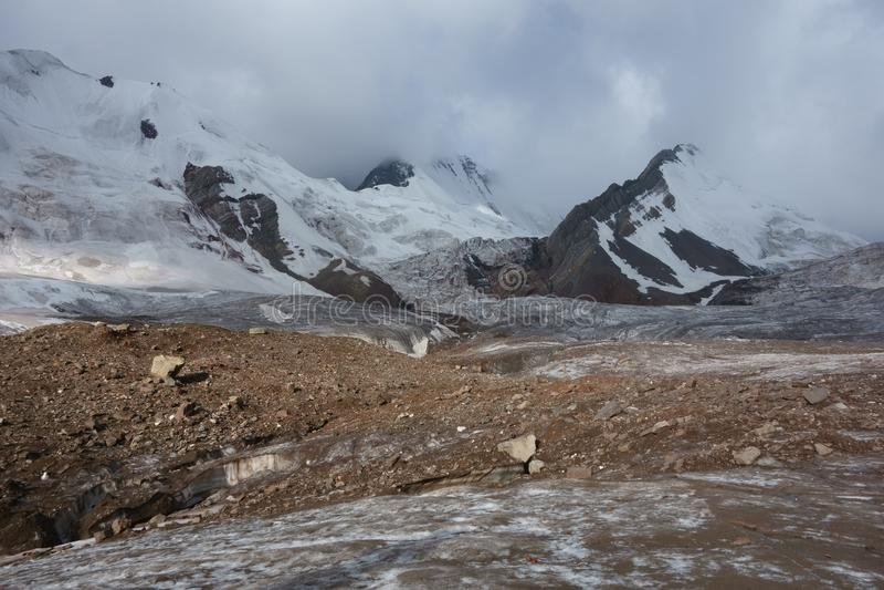 Paisaje de la montaña. El tejado del mundo imagenes de archivo