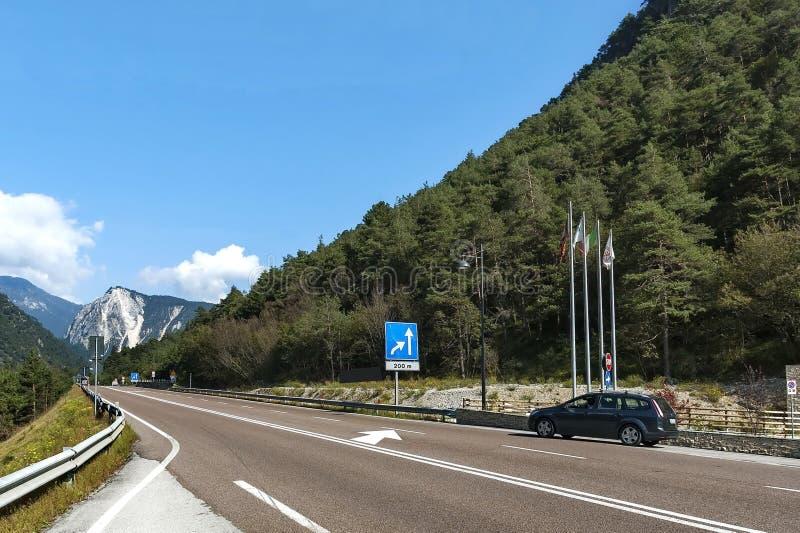 Paisaje de la montaña en las montañas italianas durante otoño fotografía de archivo libre de regalías