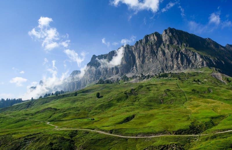 Paisaje de la montaña en Pragelpass fotos de archivo