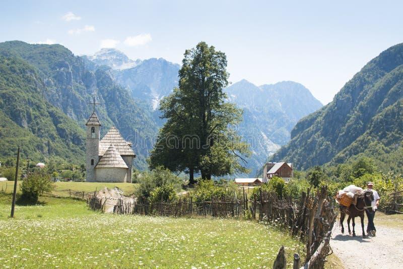 Paisaje de la montaña en Theth, Albania imagen de archivo libre de regalías