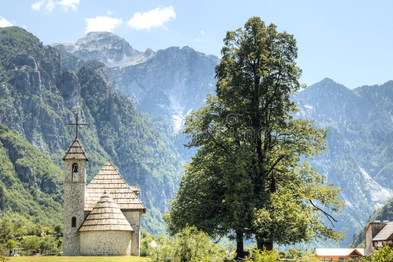Paisaje de la montaña en Theth, Albania fotos de archivo libres de regalías
