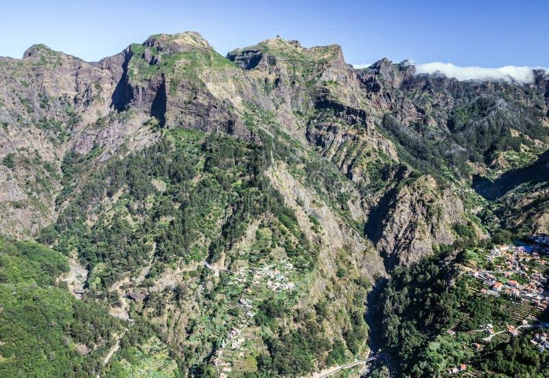 Paisaje de la montaña, isla de Madeira, Portugal Valle del ` s de la monja Eira imagen de archivo