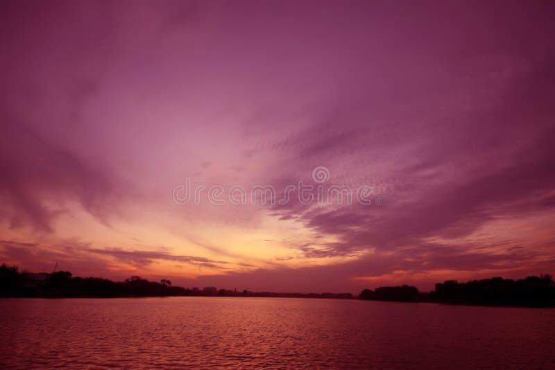 Paisaje de la noche del río foto de archivo libre de regalías