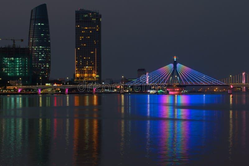 Paisaje de la noche del río Han Da Nang, Vietnam imagen de archivo libre de regalías