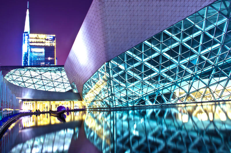 Paisaje de la noche del teatro de la ópera de Guangzhou imagen de archivo