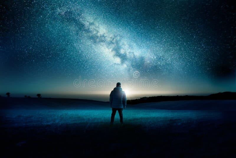 Paisaje de la noche de la galaxia de la vía láctea foto de archivo