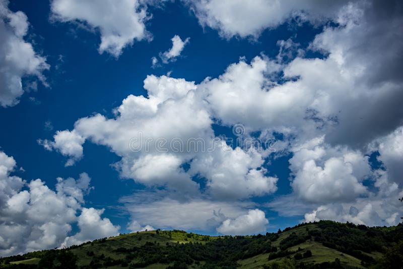 Paisaje de la nube de la primavera, Stara Planina, Bulgaria fotografía de archivo libre de regalías