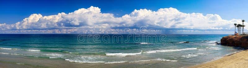Paisaje de la orilla de mar en España imagen de archivo