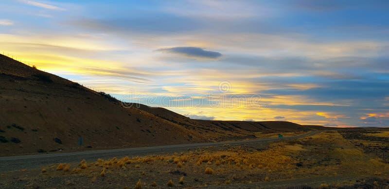 Paisaje de la Patagonia de Argentina a lo largo del Ruta 40 cerca del EL Calafate imagen de archivo
