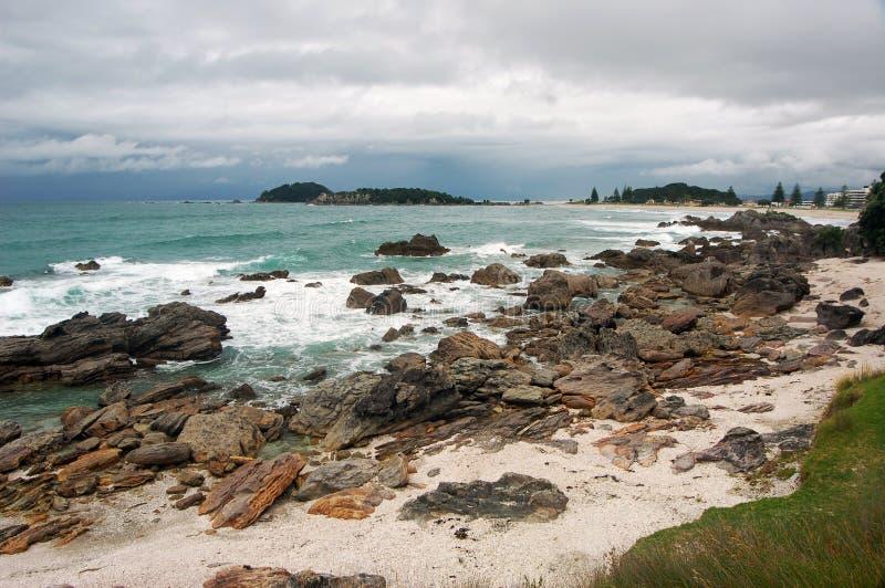 Paisaje de la playa, ciudad de Tauranga, isla del norte, Nueva Zelanda imágenes de archivo libres de regalías