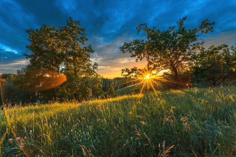 Paisaje de la puesta del sol Puesta del sol en la puesta del sol fotografía de archivo