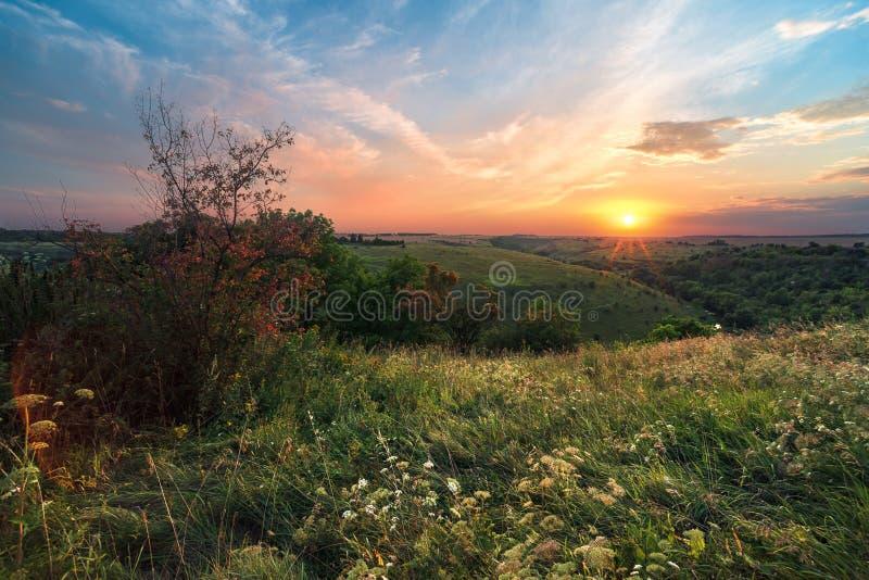 Paisaje de la puesta del sol Puesta del sol en la puesta del sol imagen de archivo libre de regalías