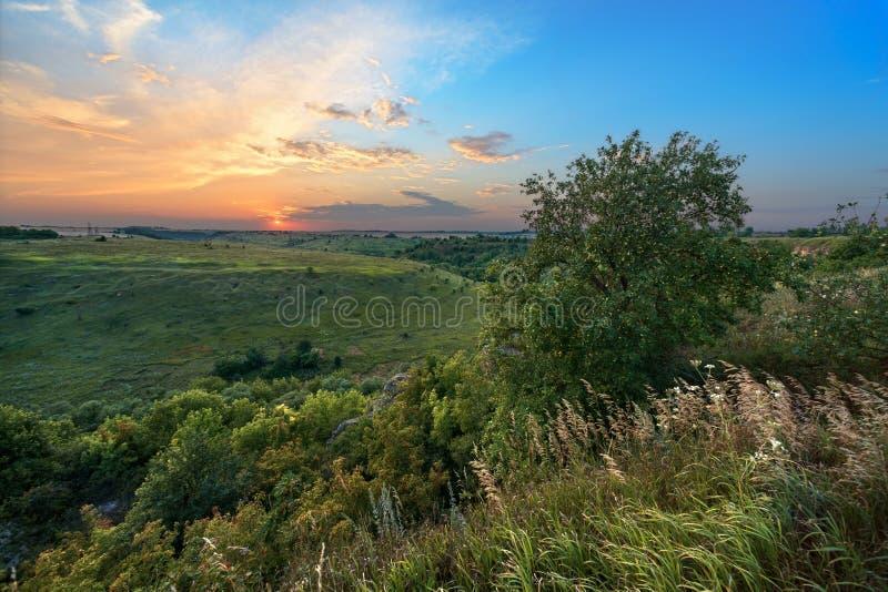 Paisaje de la puesta del sol Puesta del sol en la puesta del sol imágenes de archivo libres de regalías