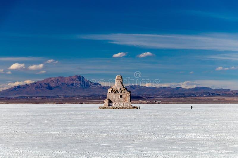 Paisaje de la sal increíblemente blanca Salar de Uyuni plano, en medio de los Andes en el sudoeste Bolivia, Suramérica fotos de archivo