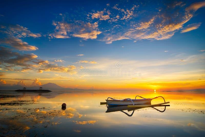 Paisaje de la salida del sol del paisaje marino en Bali, Indonesia fotografía de archivo libre de regalías