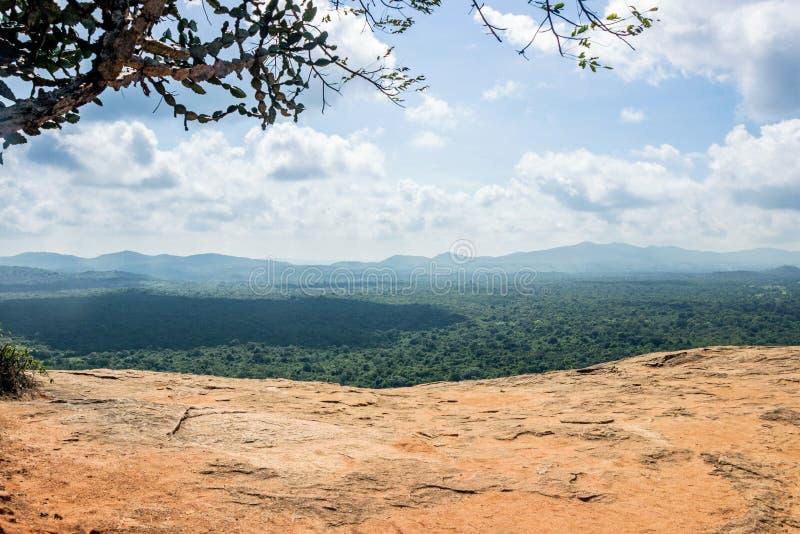 Paisaje de la visión aérea de la roca Sigiriya del león foto de archivo libre de regalías