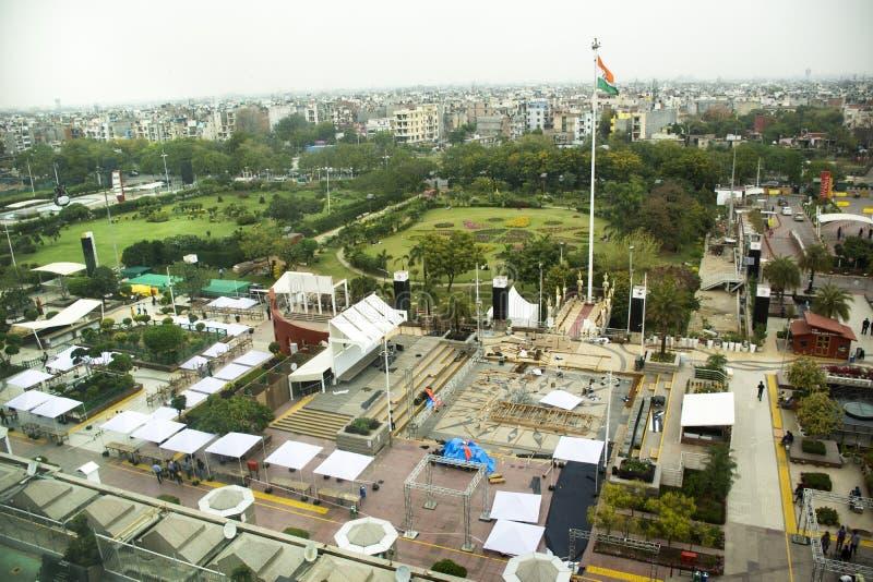 Paisaje de la visión aérea y paisaje urbano de la ciudad de Nueva Deli del centro comercial selecto de Citywalk en Saket District foto de archivo