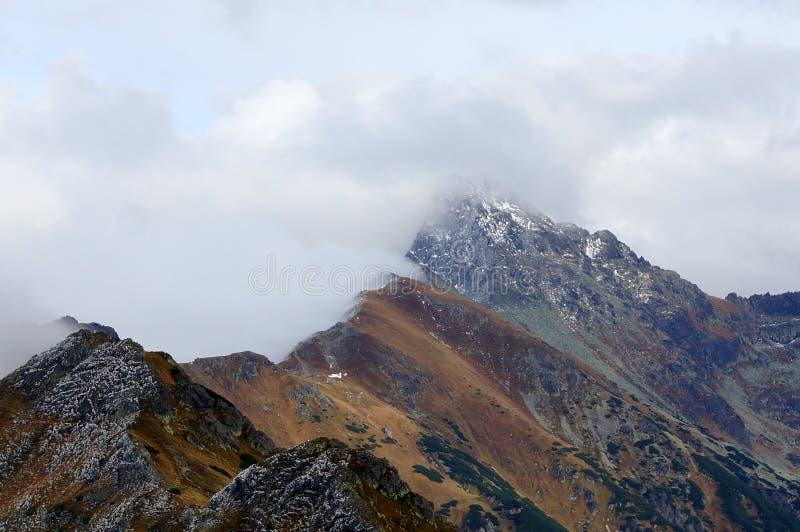 Paisaje de las altas montañas de Tatras, Polonia imagenes de archivo