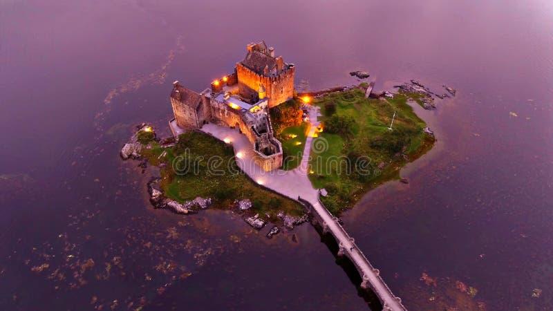 Paisaje de las montañas de Scotish y de la isla de Skye fotografía de archivo