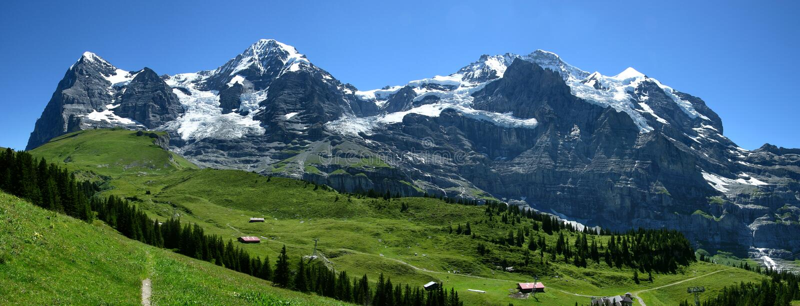 Paisaje de las montan@as de Bernese Oberland en Suiza foto de archivo