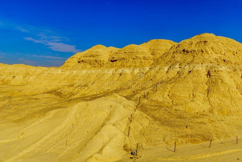 Paisaje de las rocas lissan de la marga a lo largo del camino de la paz de Arava fotos de archivo libres de regalías