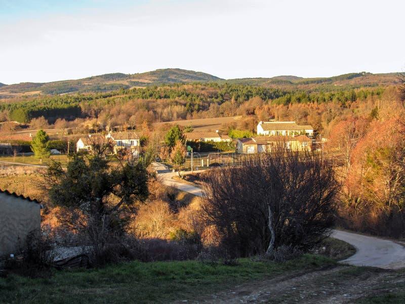 Paisaje de Provancal en el tiempo de la puesta del sol en el invierno, Provence, Vaucluse, Francia meridional, Europa imagen de archivo libre de regalías