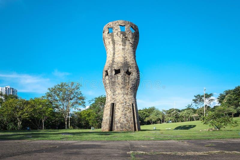 Paisaje de un monumento para los indígenas foto de archivo