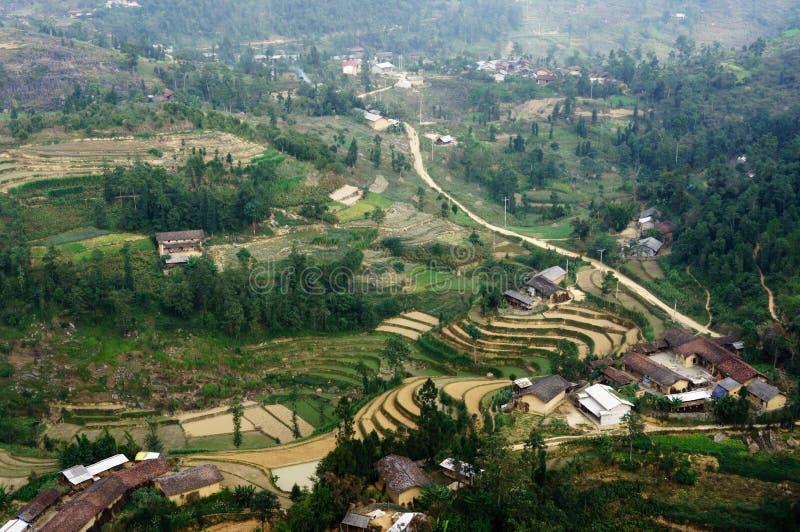 Paisaje de Vietnam: El pueblo en la piedra-meseta de Dong Van, Viet Nam imagenes de archivo