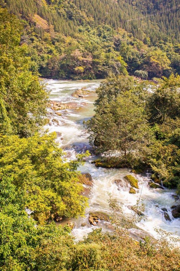 Paisaje del área de Tianxingqiao de las cascadas de Huangguoshu foto de archivo libre de regalías