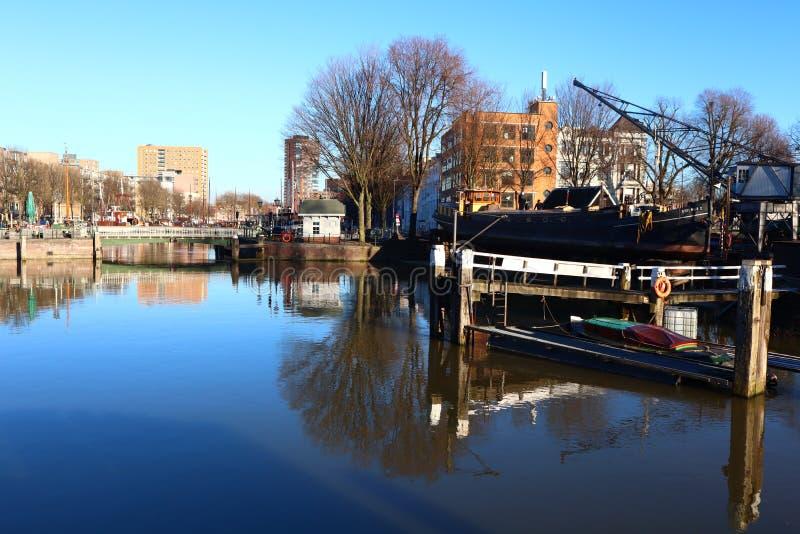 Paisaje del agua de Rotterdam del puerto, Países Bajos imagenes de archivo