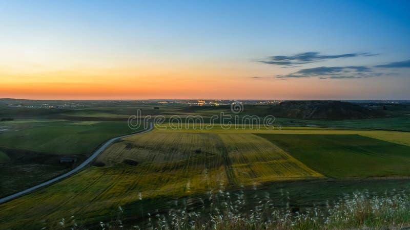 Paisaje del campo con la ciudad de Salamanca en el fondo, imagenes de archivo