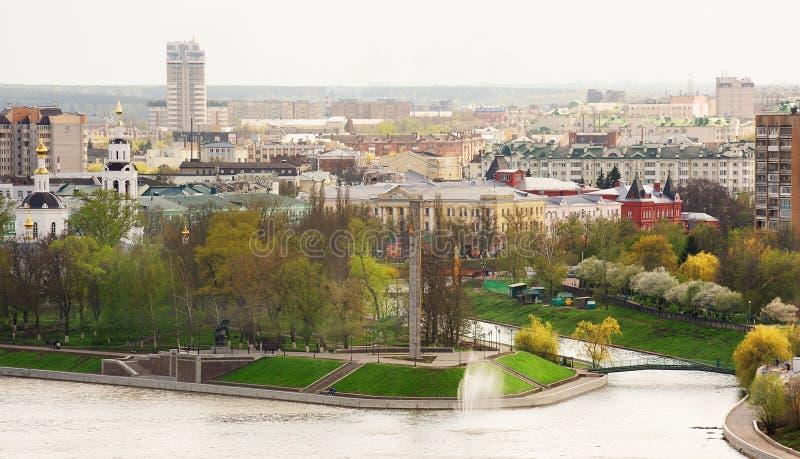 Paisaje del centro de ciudad de Orel en primavera fotos de archivo