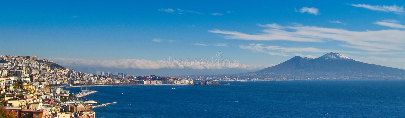 Paisaje del día de Nápoles con Vesuvio imagen de archivo libre de regalías