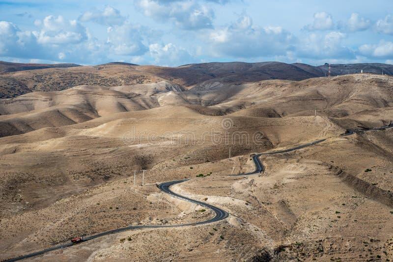 Paisaje del desierto de Israel Cielo nublado azul fotografía de archivo libre de regalías
