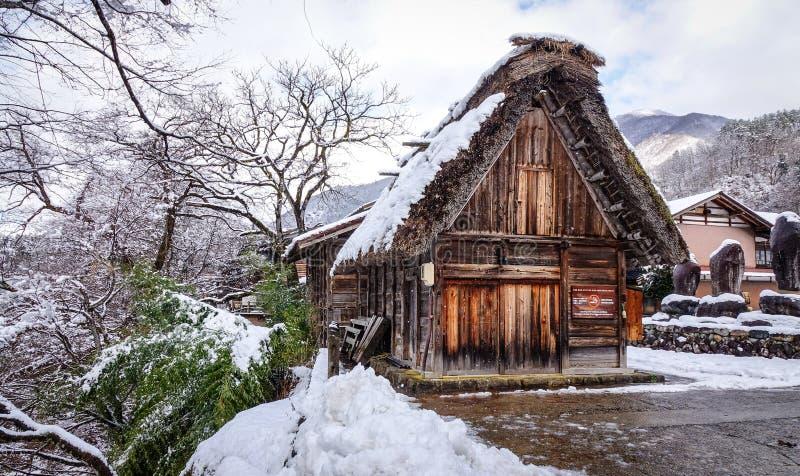 Paisaje del invierno en el pueblo de Shirakawago, Japón fotografía de archivo