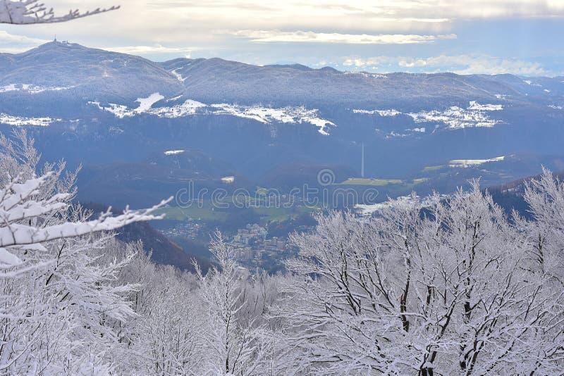 Paisaje del invierno en Eslovenia, Zasavje fotos de archivo libres de regalías