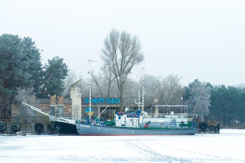 Paisaje del invierno Estación del río Energodar, Ucrania fotografía de archivo