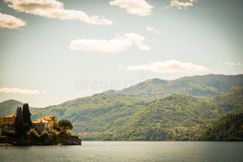 Paisaje del lago Como en Italia imagen de archivo